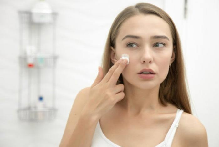 procedure to apply antiwrinkle night moisturizers