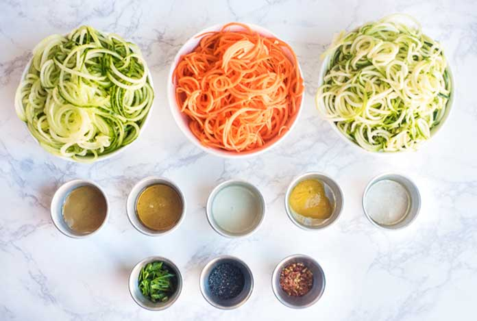 How to Prepare Zucchini Cucumber and Carrot Zoodles